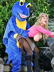 Busty Kelly Madison blow your dragon