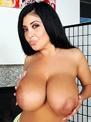 Jaylene Rio shows her biiiig boooobs