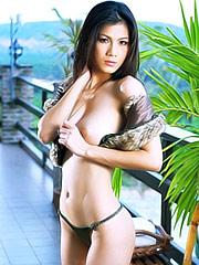 Natt Chanapa shows her amazing body
