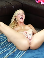 Brea Bennett plays with her pussy