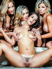 Adriana Sephora in group lesbian action